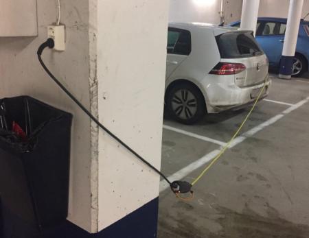 lade-elbilen-med-vanlig-kontakt-ladefabrikken